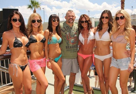 """Surrounded by pro fighters, hot girls, musicians, actors and business tycoons; being at """"Rehab"""" in Vegas will motivate you to step your game up.."""